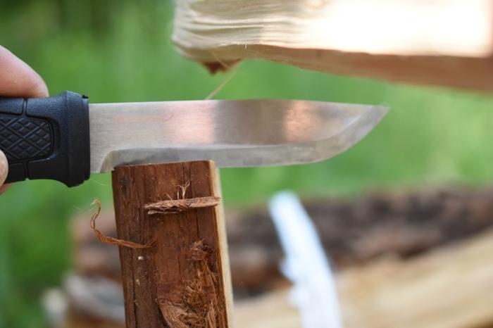 バトニングナイフには強度が必要