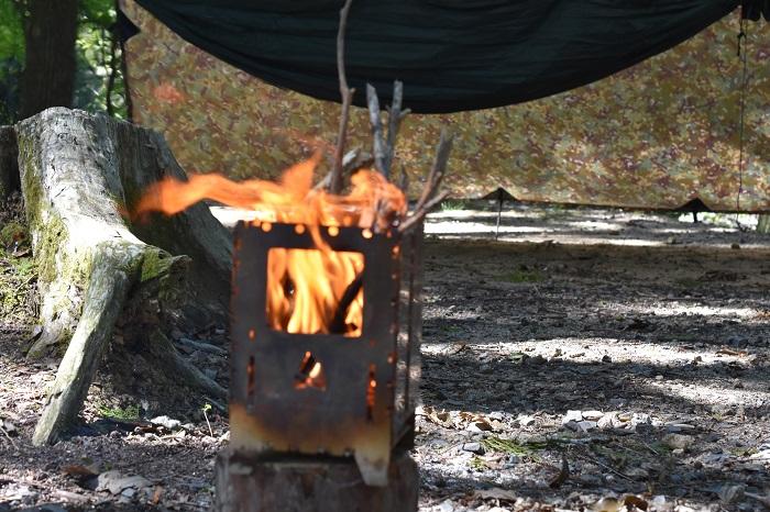 焚き火はキャンプの醍醐味!DDタープで雨の日も楽しもう!