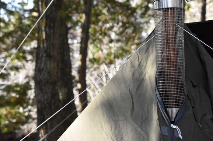 薪ストーブの煙突を出すのにはテントの加工が必要?