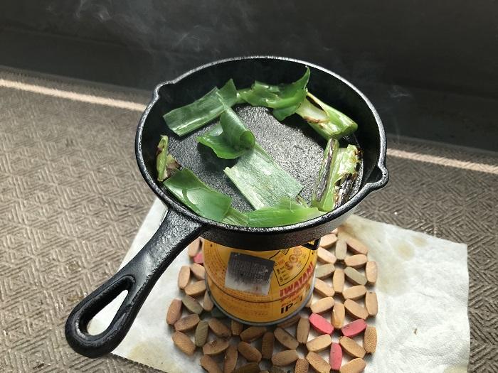 ダイソーのスキレットで野菜を炒めて鉄臭さを消す