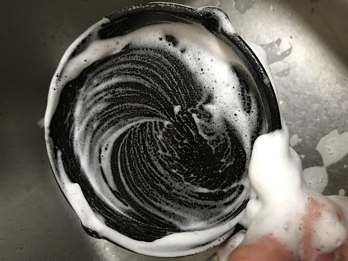 ダイソーのスキレットを洗う