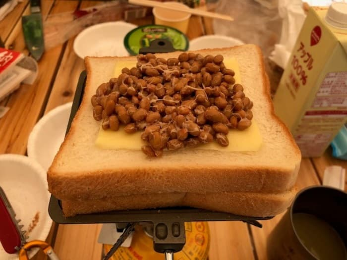 納豆とチーズのホットサンド