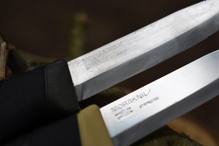 キャンプナイフの素材はカーボンとステンレス