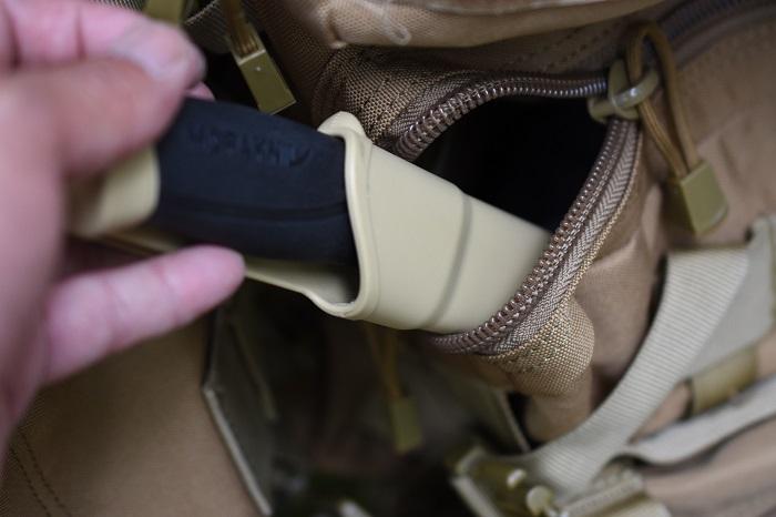 キャンプナイフはリュックにしまって持ち運び