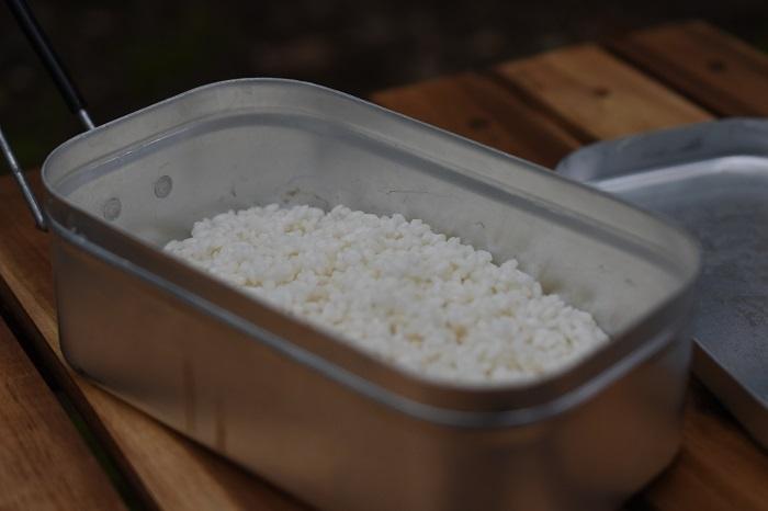 メスティンに米を入れた状態