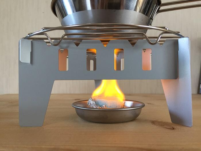 固形燃料でお湯を沸かした
