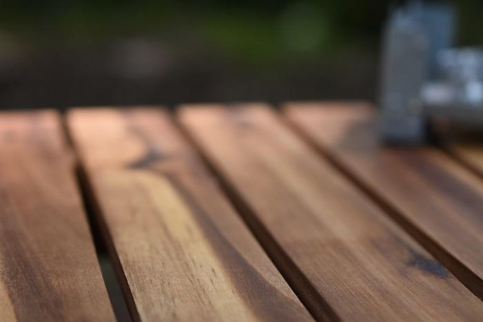 炊飯後の木のテーブル