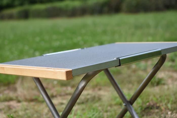 ハイスタイルのソロキャンプ向けのテーブル