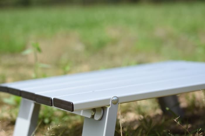 ロースタイルのソロキャンプ向けのミニテーブル