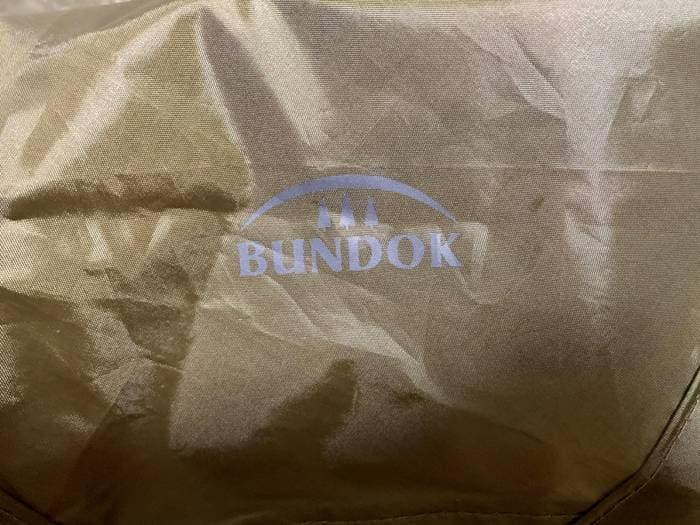 タープに印刷されたBUNDOKのロゴ