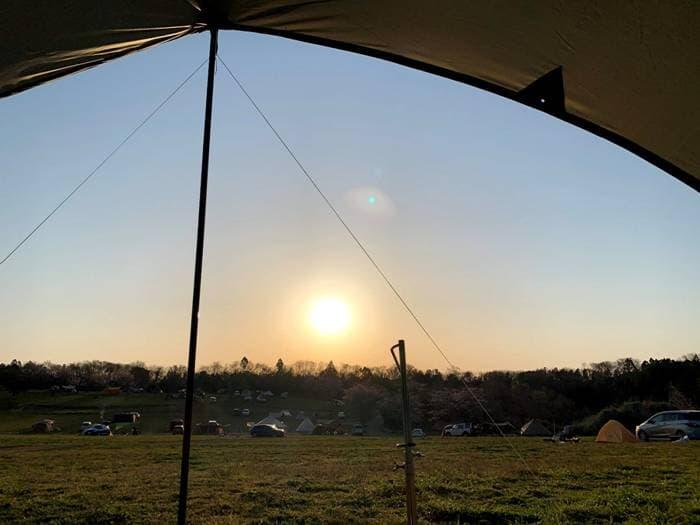 BUNDOK(バンドック)ミニヘキサゴンタープの中から見たキャンプ場