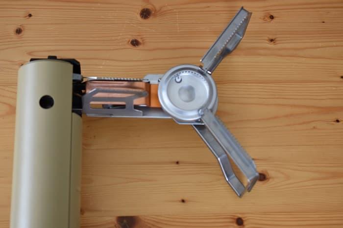 SnowPeek(スノーピーク)カセットコンロ「ホーム&キャンプバーナー」GS-600の五徳を広げた状態