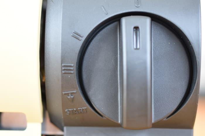 SnowPeek(スノーピーク)カセットコンロ「ホーム&キャンプバーナー」GS-600の器具栓つまみ