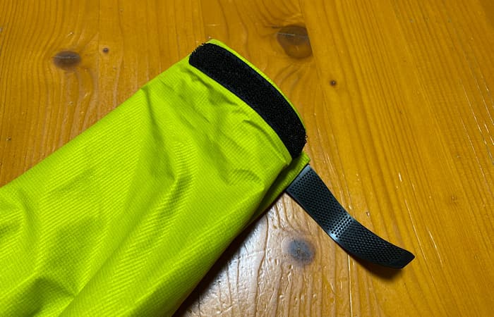 finetrackエバーブレスフォトンジャケットの袖口のマジックテープ