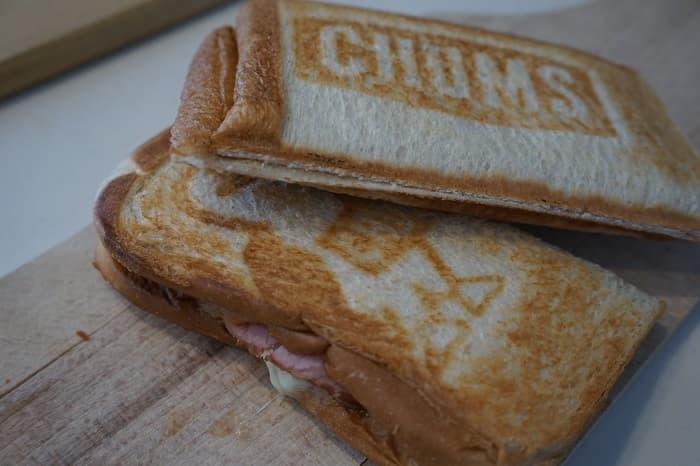 CHUMS(チャムス) ダブル ホットサンドウィッチクッカーで焼いたホットサンドの圧着具合や耳の焼き加減