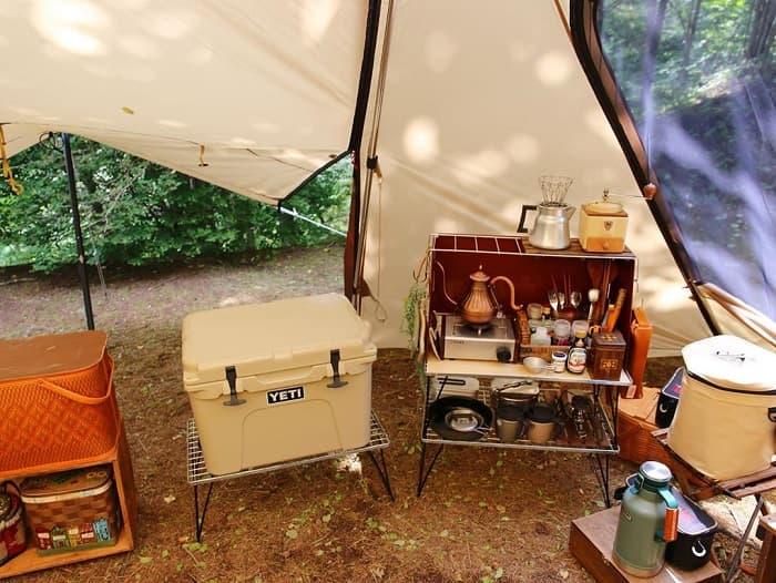 キャンプ用クーラーボックスに使用されている素材の違いや特徴