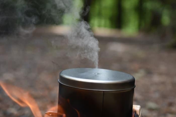 空き缶から煙がでる