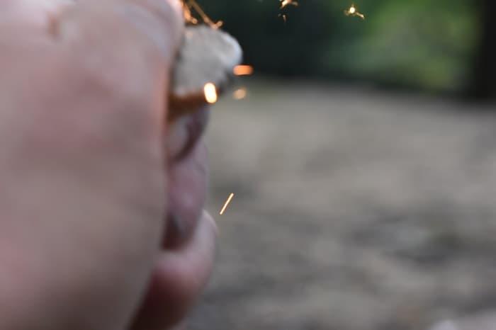 火打石で火花が散る原理と使い方