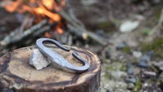 火打石の使い方とは?原理や火口の作り方も知ってキャンプの火起こしに挑戦!