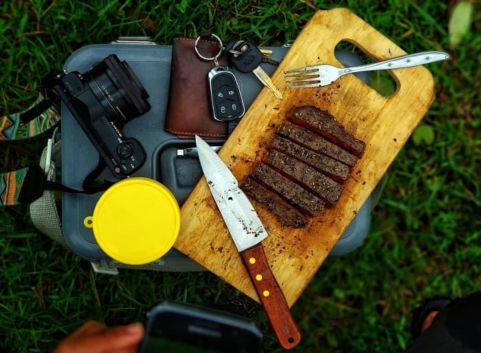 キャンプ料理用ナイフ・包丁のおすすめ7選!焚き火用(薪割り)とは使い分けよう!