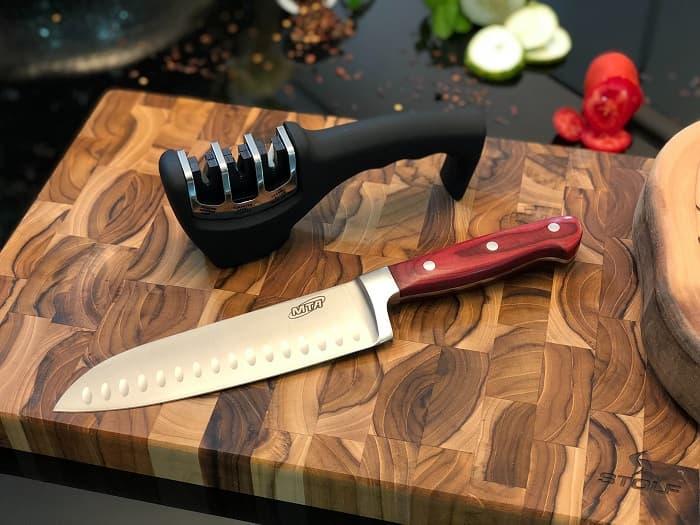 キャンプの料理用ナイフ・包丁に適した材質は?
