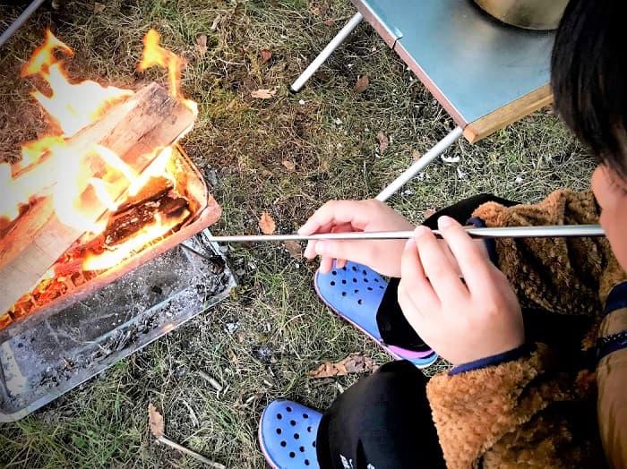 実際にセリアの火吹き棒を購入し焚き火に使ってみた