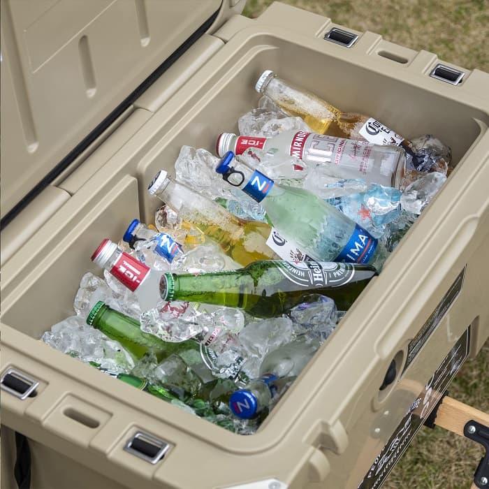 キャンプ用クーラーボックスのサイズ別にペットボトルと350mlの缶が入る目安
