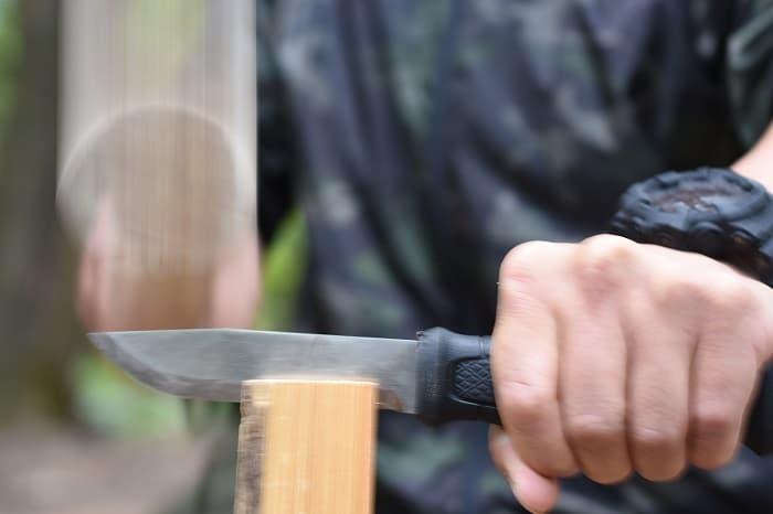 バトニング棒の使い方