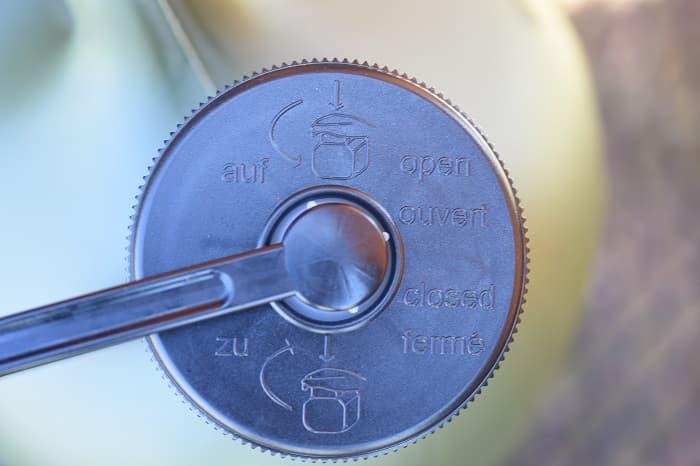 ヒューナースドルフのキャップの開け方