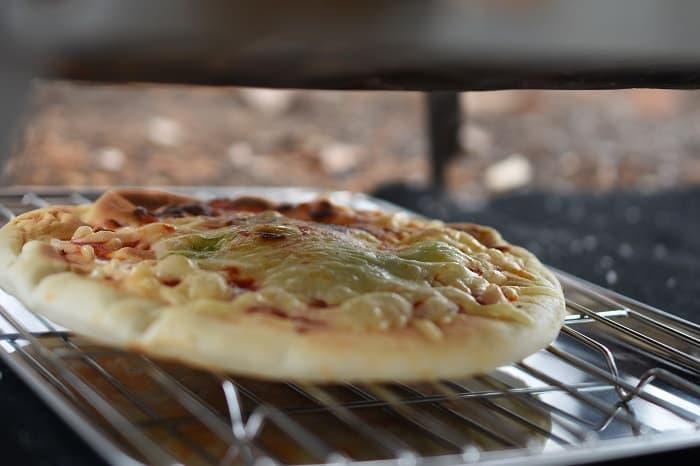 秘密のグリルちゃんは火床の下でピザや肉が焼ける?