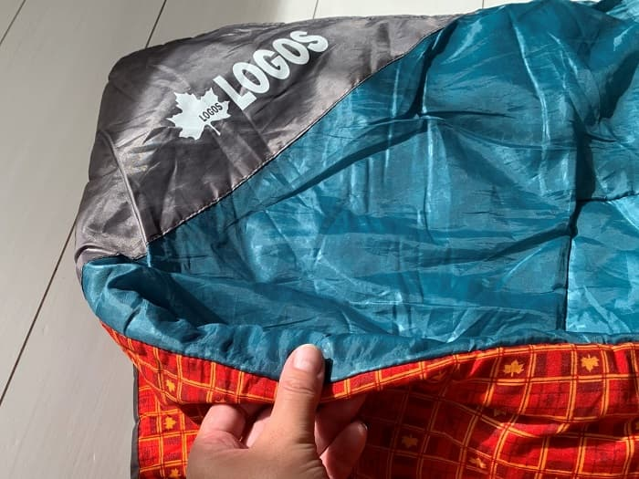 ロゴス「ミニバンぴったり寝袋・-2」は薄くて軽くて暖かく冬用としても使える