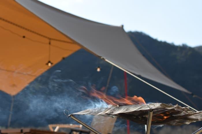 格安・コスパ最強のsoomloomポリコットンTCヘキサタープは焚き火に強い