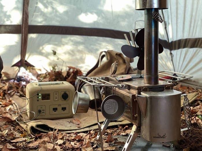 キャンプや車中泊では安心の日本製ポータブル電源