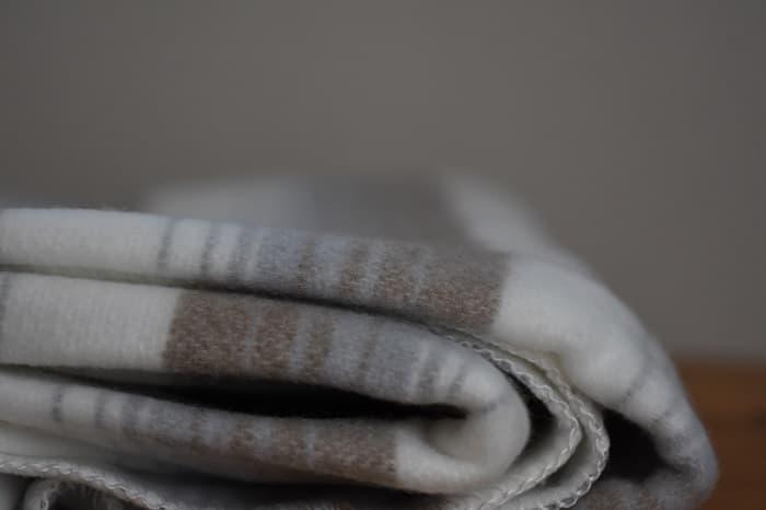 車中泊やキャンプ用の防寒アイテムは電気毛布がおすすめ