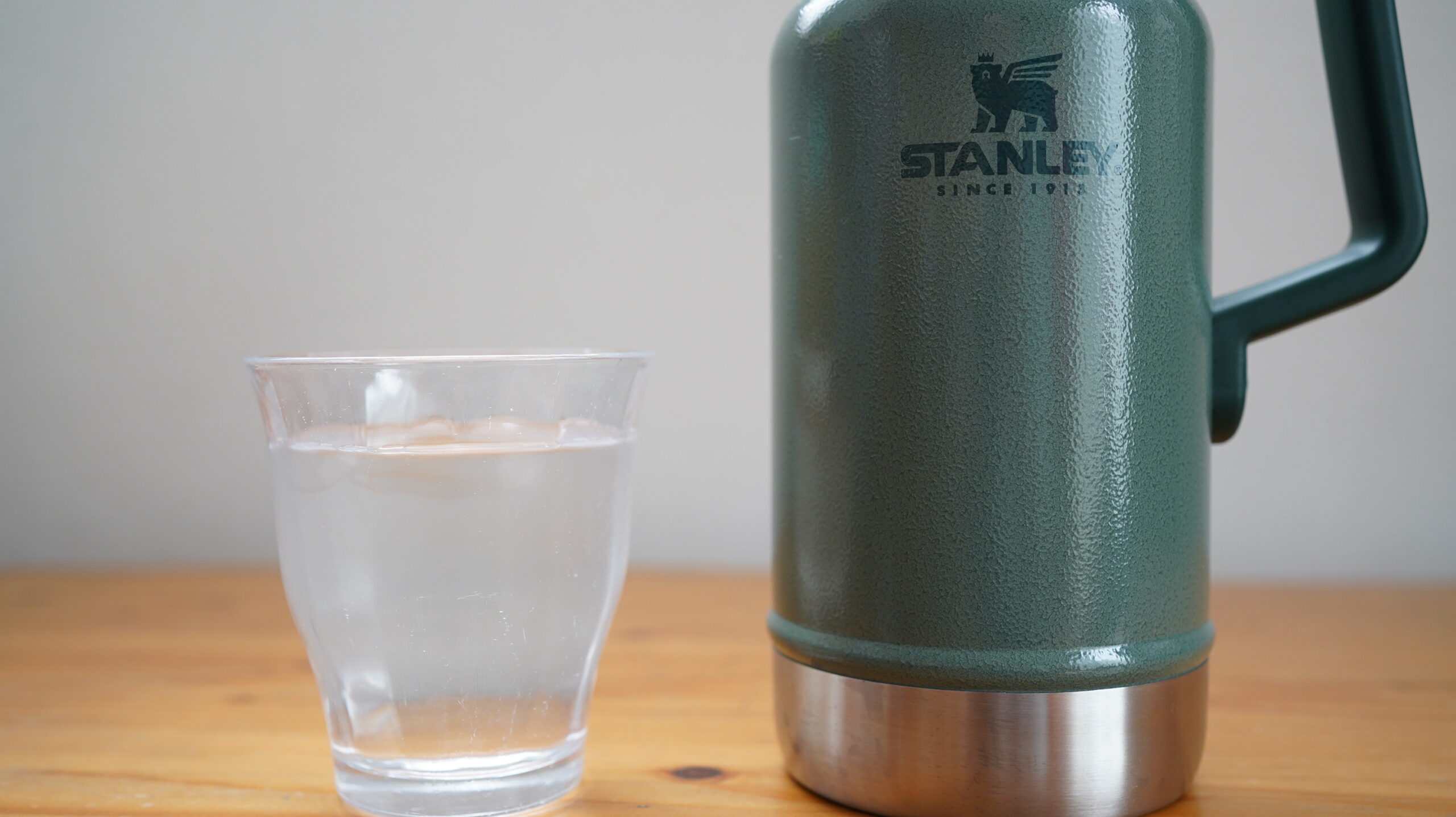 スタンレーとドリンクタンクスのグロウラー比較