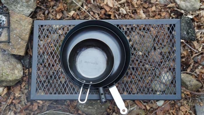 焚き火で使える鉄製フライパンのサイズ