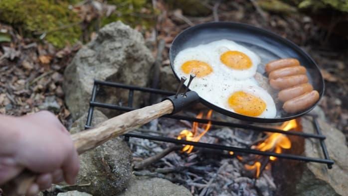 焚き火で使える鉄製フライパンの料理