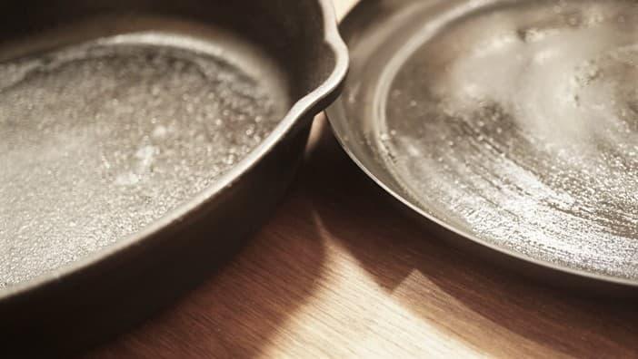 スキレットと鉄製フライパンの違い