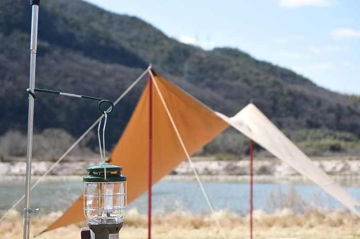 ランタンハンガー(フック)はキャンプで便利