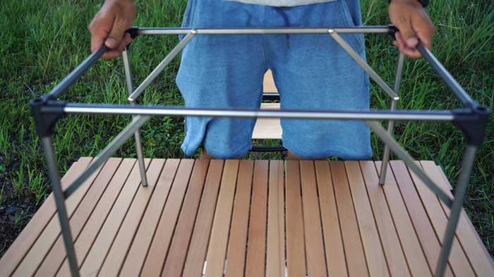 Moon Lenceのアルミローテーブル(ランタンハンガー付き)の組み立て