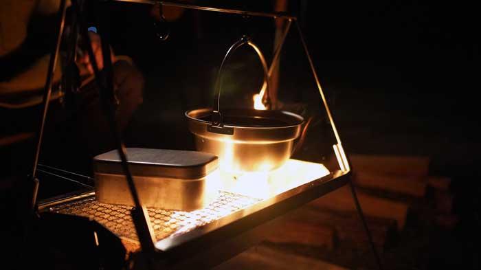 UNIFLAME(ユニフレーム)焚き火ベースsoloとメスティンと焚き火鍋